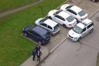 Obyvatelé domu na podomní prodejce přivolali strážníky